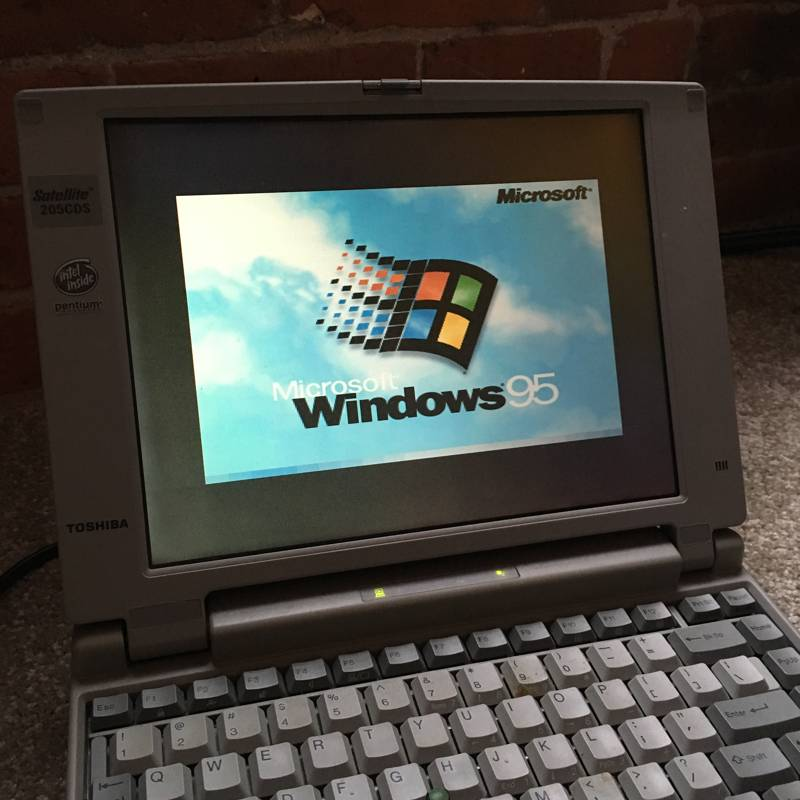 Windows 95 Laptop & DOOM – slothic